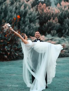 Photography Tutorial and Ideas Wedding Pictures Beach, Couple Beach Pictures, Wedding Poses, Wedding Couples, Cute Couples, Couples Beach Photography, Wedding Photography, Photographer Wedding, Photos Couple Plage