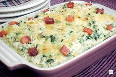 Arroz de forno com espinafre e bacon Pasta, Chef Recipes, No Cook Meals, Food Hacks, Cheeseburger Chowder, Risotto, Side Dishes, Food And Drink, Soup