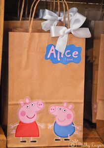 Birthday Party Decorations 296393219226875235 - Peppa Pig First Birthday Party Favours Source by lucindagamlin First Birthday Party Favor, Peppa Pig Birthday Cake, 4th Birthday Parties, Birthday Party Decorations, 3rd Birthday, Peppa Pig Cakes, Peppa Pig Pinata, Birthday Ideas, Fiestas Peppa Pig