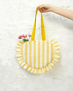 Muslin Bags, Fabric Bags, Diy Sac Cabas, Bunny Bags, Hippie Bags, Diy Tote Bag, Couture Sewing, Beaded Bags, Sewing Accessories