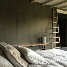 I wonder how to replicate the painting techniques of this bedroom wall. Bedroom Green, Bedroom Wall, Style At Home, Parents Room, House Inside, Childrens Room Decor, Room Planning, Headboards For Beds, Bed Styling