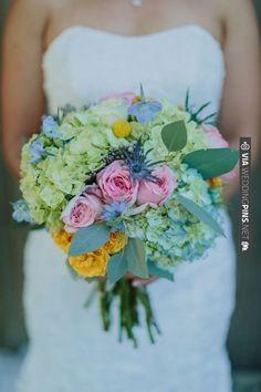 pastel wedding boquet | VIA #WEDDINGPINS.NET