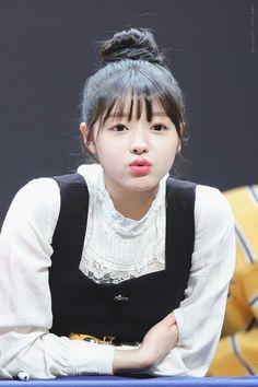 Kpop Girl Groups, Korean Girl Groups, Kpop Girls, Oh My Girl Yooa, Girl Day, Korean Women, South Korean Girls, Girls Channel, Girls Twitter