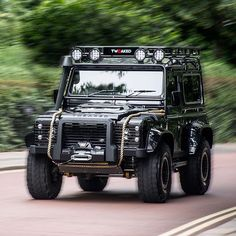 On the run #Tweaked #TweakedDefender #TweakedAutomotive #JU57TWK #Spectre #007 #JamesBond #LandRover #LandRoverDefender #Defender #Defender90 #Defender110 #Discovery #DefenderLife #AntiUrban #Hibernot #Modifications #Tuning #Customised #CarThrottle #LandRoverLove #LandRoverPhotos #LandRoverMena