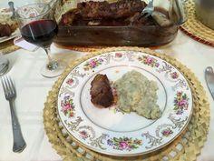 Risoto de pêras e Gorgonzola com nuca suína caramelada.