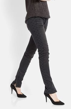 'quilted' skinnies. love the detail // #denim #jeans