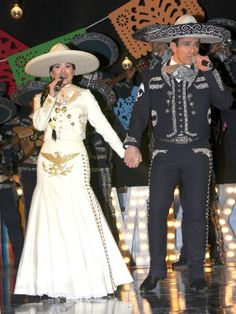 ¡Qué emoción! Grandes estrellas podrían cantar junto a los protagonistas