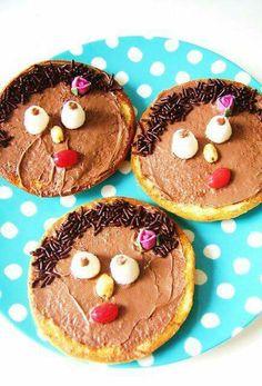 Pannenkoek of eierkoek versieren als zwarte piet