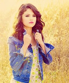 Selena Gomez...this is such a pretty picture of her!