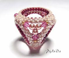 Фото, автор puanda на Яндекс.Фотках Scarf Rings, Scarf Jewelry, Beading Patterns, Beading Tutorials, Seed Bead Crafts, Beaded Jewelry Designs, Unusual Jewelry, Beaded Rings, How To Make Beads