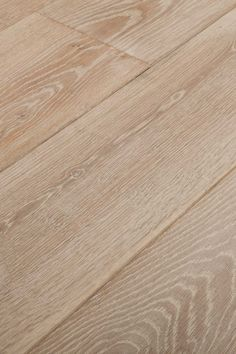 Derby. A hint of warmth takes off the cold edge. A modern classic in the making. Chapel Parket wooden flooring.