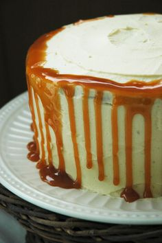 Spiced Sweet potato Cake + Salted Caramel Buttercream Frosting! (thevanillamonologues.blogg.no)