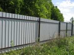 How to make a fence of corrugated Board Corrugated Metal Fence, Metal Fence Panels, Aluminum Fence, Wooden Fence, Sheet Metal Fence, Wood Fence Design, Modern Fence Design, Privacy Fence Designs, Fence Landscaping