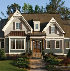 When it comes to picking exterior paint colors, there are a number of things to consider before making a final decision. Here are some basic do's and don'ts to help you choose the perfect color—or colors—for your dream home. Vinyl Siding Colors, Exterior Paint Colors For House, Paint Colors For Home, Exterior Colors, Exterior Design, Exterior Siding, Exterior Windows, Ranch Exterior, Roof Design