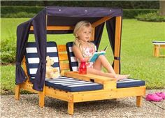 Tiny Kids Patio Furniture Mini Kids Pool Furniture 2019 Mini Outdoor Chaise Lounger For Kids The post Tiny Kids Patio Furniture Mini Kids Pool Furniture 2019 appeared first on Pallet ideas. Pallet Crafts, Diy Pallet Projects, Woodworking Projects, Pallet Kids, Recycling Projects, Wood Projects, Mini Pallet Ideas, Woodworking Furniture, Pallet Projects