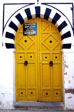 love love love this mustard colored door