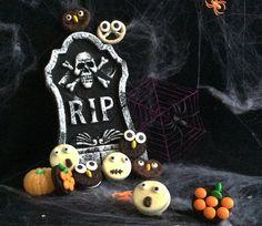 """Questo è un periodo molto impegnato per me, ma non ho potuto fare a meno di preparare un po' di biscottini paurosissimi di Halloween perché, si è capito, a me Halloween piace. In realtà io adoro qualsiasi festa che mi regala la possibilità di mettere addobbi in giro per casa e se fosse per me...<br /><div class=""""btnReadMore""""><a href=""""http://www.bastalapasta.it/biscottini-paurosissimi-di-halloween/"""">Read More <i class=""""fa fa-chevron-right i-spcr-l""""></i></a></div>"""