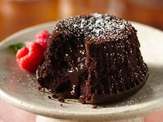 "Gluten-Free Molten Chocolate Cupcakes Known also as ""lava cakes,"" molten cakes are the answer to the most decadent chocolate craving. Here's an easy version using cake mix. Gluten Free Sweets, Gluten Free Cakes, Gluten Free Recipes, Gluten Free Lava Cake Recipe, Molten Chocolate, Chocolate Cupcakes, Decadent Chocolate, Peppermint Chocolate, Chocolate Muffins"