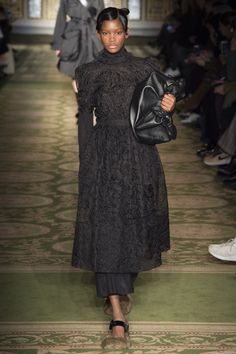Simone Rocha Fall 2017 Ready-to-Wear Fashion Show bd724c55323