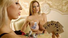 в карты играют девчонки