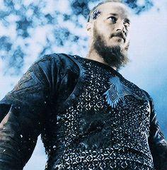 tumblr_mxitmv6pAq1s6bxzqo5_250.gif The Vikings Cast, Vikings Show, Vikings Tv, Floki, Ragnar Lothbrok, Lagertha, Vikings Travis Fimmel, King Ragnar, Vikings