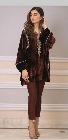 Dress velvet formal pakistani Ideas Source by IlenAnkunding ideas pakistani Velvet Pakistani Dress, Pakistani Party Wear Dresses, Simple Pakistani Dresses, Pakistani Bridal Wear, Pakistani Dress Design, Pakistani Outfits, Indian Outfits, Velvet Shirt Dress, Velvet Dresses