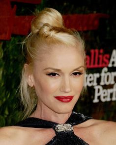 queen-platinum-blond-hair-Gwen-Stefani-who-has-been.jpg (816×1024)