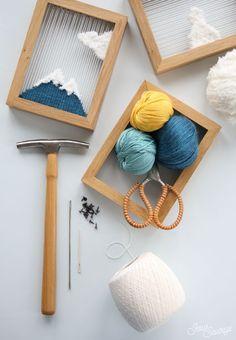 Dokuma resimli çerçeve yapımı özel ve farklı bir çalışma. Oldukça etkili sonuçları alacağınız bu ürünü hem yaparken, hem de izlerken çok eğleneceksiniz. Yarn Crafts, Home Crafts, Diy And Crafts, Crafts For Kids, Arts And Crafts, Kids Diy, Decor Crafts, Fabric Crafts, Loom Weaving