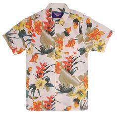 Para o verão 2013,  a Lightning Bolt retoma um dos ícones da sua história – a tradicional camisa havaiana.    Respeitando as características originais mas numa silhueta atualizada, a marca lança a Camisa Havaiana Aloha com os botões e o famoso colarinho Aloha...