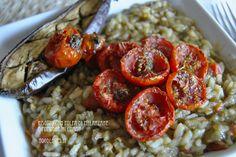 Risotto speziato con polpa di melanzane e pomodorini confit Puoi vedere la ricetta cliccando qui (http://noodloves.it/risotto-polpa-melanzane-e-pomodorini-confit/)