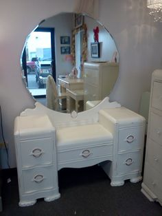 1938 1939 Art Deco Vanity Dressing Table With Round Mirror