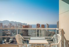 Vistas de Benidorm desde la habitación Vista Mar del Hotel RH Victoria