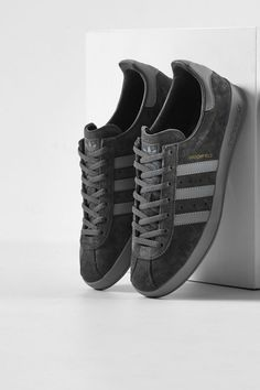 Purchase adidas Originals Broomfield Trainers In Grey At Online Now. Official adidas Originals Stockists With Fast Worldwide Ship Addidas Sneakers, Sneakers Mode, Best Sneakers, Adidas Shoes Men, Shoes Sneakers, Adidas Fashion, Sneakers Fashion, Fashion Outfits, Adidas Originals