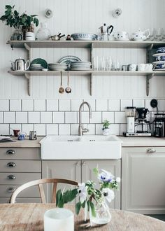 Kitchen Interior Remodeling Scandinavian Kitchen stylist Home Of Johanna Bradford - Here are some important things to note for how to decorate or designing a Scandinavian Kitchen, like Floor, Cabinets Farmhouse Sink Kitchen, New Kitchen, Kitchen Dining, Kitchen Decor, Kitchen Ideas, Kitchen Cabinets, Kitchen Shelves, Vintage Kitchen, Kitchen Countertops