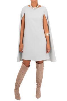 Vestido en crepe anís con capa