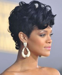When Rihanna got tired with her bob hairstyle, she asked her hairstylist Ursula Stephen to do her a new one. The result surprised the whole world including Rihanna herself. Straight Up Hairstyles, Curly Mohawk Hairstyles, Rihanna Hairstyles, Black Women Hairstyles, Wedding Hairstyles, American Hairstyles, Love Hair, Great Hair, Rihanna Pixie
