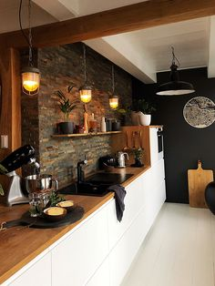 The kitchen is the most popular room in the house. In addition to meal preparations, the kitchen can a place w… Kitchen Room Design, Home Decor Kitchen, Interior Design Living Room, Home Kitchens, Interior Livingroom, Küchen Design, Sweet Home, Awesome Kitchen, Future