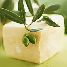 Find out how to make this all-vegetable vegan-friendly soap links to four additional recipes with no animal-based additives. Diy Lotion, Lotion Bars, Homemade Beauty Products, Diy Products, Bath Melts, Olive Oil Soap, Beauty Recipe, Cold Process Soap, Soap Recipes