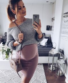 Fall Maternity Outfits, Maternity Skirt, Stylish Maternity, Maternity Wear, Maternity Fashion, Baby Bump Style, Pregnancy Looks, Skirt Outfits, Clothes