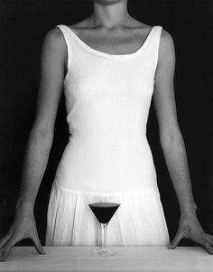 Fotografia criativa e apenas em preto e branco para formar uma ilusão de ótica de Chema Madoz - blog de design bonstutoriais (6)