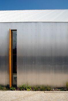 Adnams Store and Café Steel Cladding, House Cladding, Facade House, Factory Architecture, Architecture Details, Painel Sandwich, Facade Design, House Design, Tin House