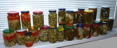 """10 + 1 receptů na okurkový nálev. • Nakládané okurky jsou grunt. • Okurky se zeleninou do bramborového salátu. •Plánujete děťátko? Zavařujte okurky. • Recept na okurkový lák: vyberte si podle libosti. • Archivní recepty na lák """"ze sešitu"""".• Bez kyselých okurek se v kuchyni obejdeme jen těžko. Podáváme je khotovým jídlům, používáme je kpřípravě bramborového salátů, neobešla by se bez nich studená kuchyně, mlsáme je jen tak – znutkavé chuti. Spotřeba okurek je vprůměrné české domácnost... Salsa, Jar, Homemade, Food, Home Made, Essen, Salsa Music, Meals, Yemek"""