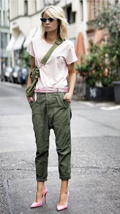 Rock chic, trendy outfits, fashion outfits, womens fashion, fashion over 40 Fashion Mode, Fashion Over 40, Fashion Trends, Cheap Fashion, Style Fashion, Fashion Beauty, Fashion Tips, Skinny Jeans Damen, Heutiges Outfit
