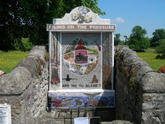 Ashford in the Water Well dressing 2007 Water Drawing, Black Death, Water Sources, Water Well, Peak District, Derbyshire, Chesterfield, Flower Petals, Wells