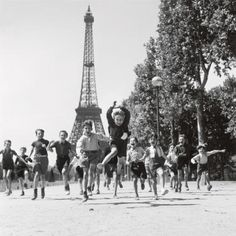on the Champ de Mars in 1944 by French photographer Robert Doisneau.