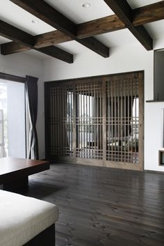 all that lovely, rich wood color. Japanese Style House, Zen House, Interior Architecture, Interior Design, Home Ceiling, Japanese Interior, Mid Century House, Apartment Living, Planer