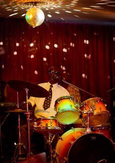 #JIMMY #DAKAR #SOUL #DOCUMENTAL #FILM - Pape Niang en el Casino de Dakar - JIMMY DAKAR SOUL by Bammakoculture - Pape Niang es Batería, armonicista y cantante, enamorado del Soul, el Blues, la Salsa y el Rock Pape Niang, aún en activo, fue miembro importante de la escena musical de los 70. Ciego de nacimiento, hoy sigue alzando su voz por la integración de los discapacitados en la sociedad senegalesa.   +INFO: www.facebook.com/jimmydakarsoul  CAMPAÑA verkami www.verkami.com/projects/3947