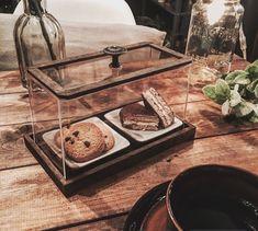 今日は100均アイテム4点で、おうちカフェがもっと楽しくなるフードケースをDIY♡ちいさくて可愛いおうちカフェにぴったりサイズ( *´艸`)  しかも10分もあれば出来ちゃうんです!コツも要らず、誰でも本当に簡単に出来ますよ(*´∪`)作り方をまとめてみました