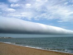 ❦ A Roll Cloud Over Uruguay. Pictured above, a roll cloud extends far into the distance in 2009 January above Las Olas Beach in Maldonado, Uruguay. Storm Clouds, Sky And Clouds, Kinds Of Clouds, Dame Nature, Nature Nature, Astronomy Pictures, Wild Weather, Photos Voyages, Mother Nature