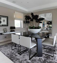 salle-manger-moderne-2015-pot-blanc-grand-table-noire-chaises-blanches